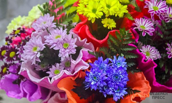 Артюхов поздравил женщин с 8 Марта