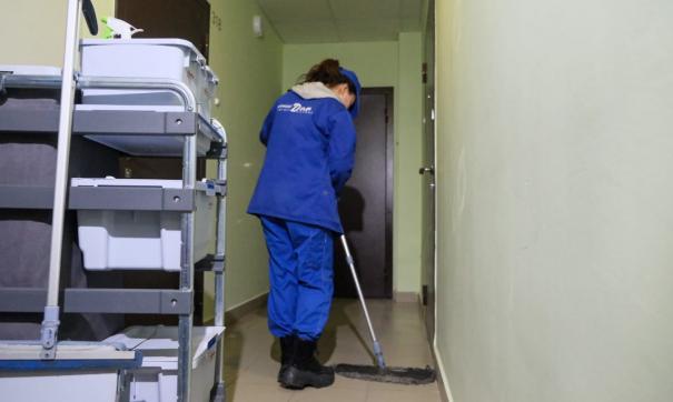 В Екатеринбурге обрабатывают жилые подъезды для профилактики коронавируса