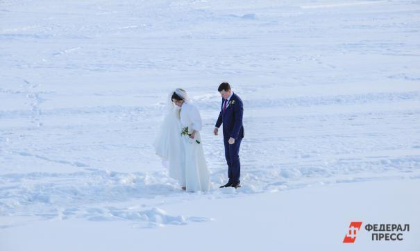 Женихам и невестам запретят свадьбы больше 10 человек