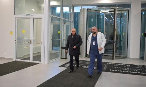 Путин посетил новую больницу для лечения пациентов с коронавирусом