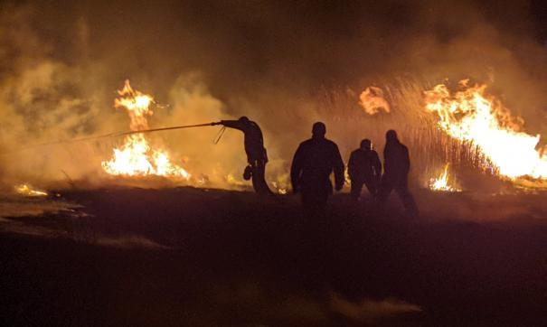 На тушение степного пожара направлены 30 человек и боле 30 единиц техники