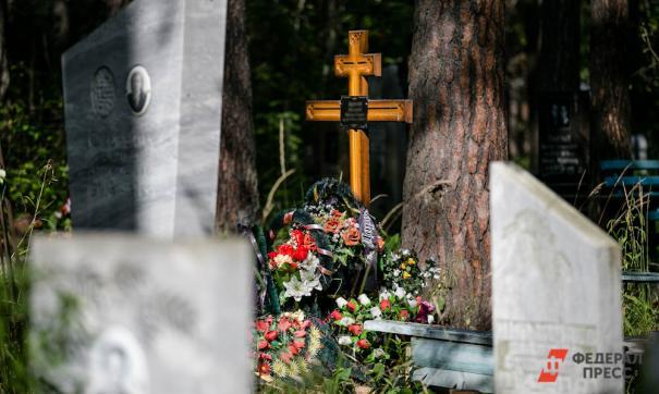 Врачи рекомендуют свердловчанам отказаться от походов на кладбища
