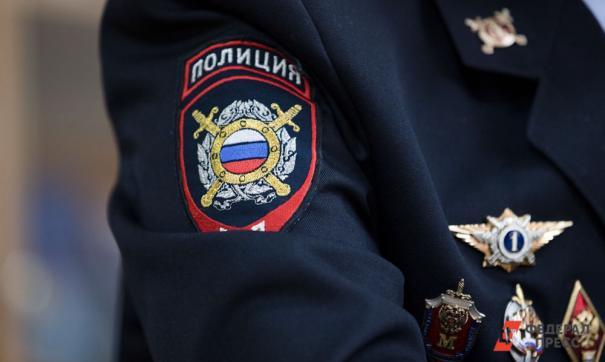 Нашивка «Полиция» на полицейском кителе