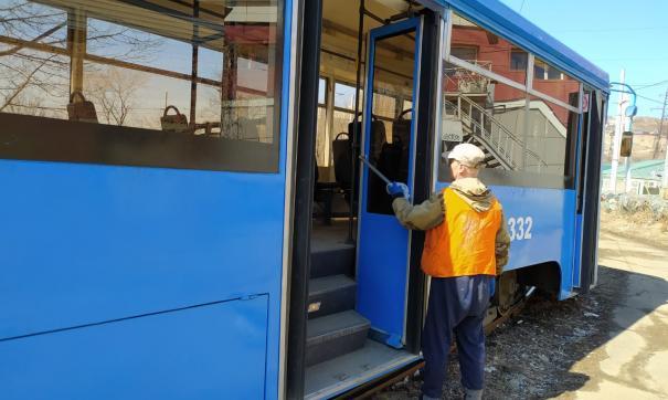 Московский трамвай сошел с рельсов во Владивостоке