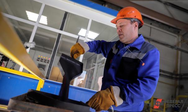 Сотрудникам уральского завода могут продлить нерабочую неделю.