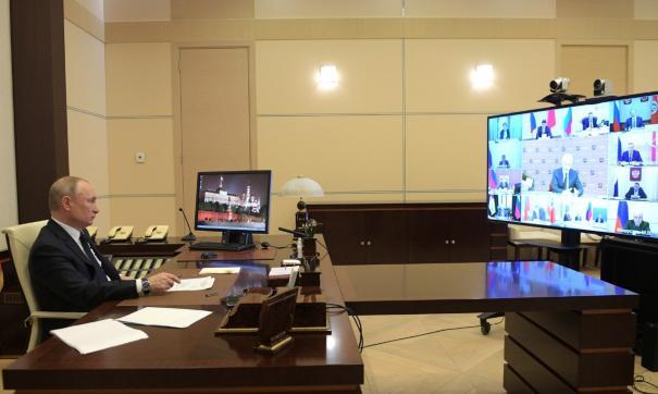 Путин провел дистанционное заседание с губернаторами