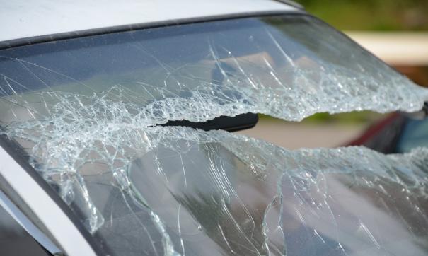 В Туве автомобиль врезался в дерево