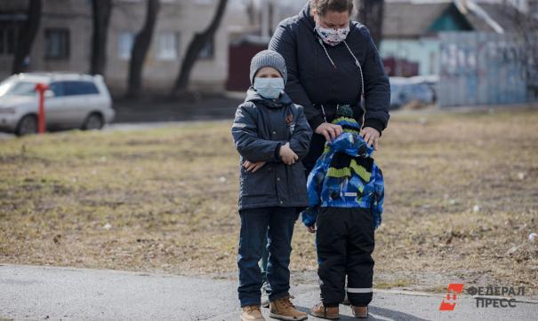 Инфекционист не рекомендует прогулки с детьми, потому что это может быть опасно для их здоровья