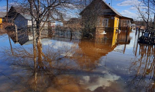 Талые воды топят дороги и дворы в поселке