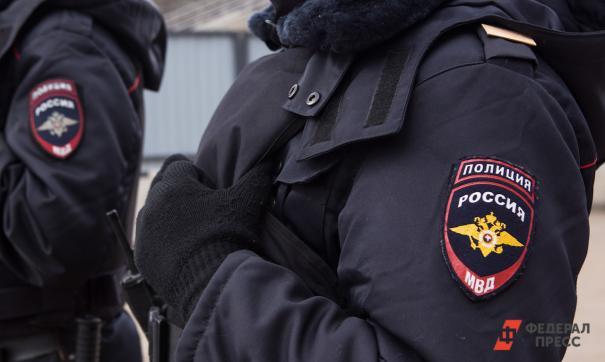 Полицейские задерживают нарушителей режима самоизоляции