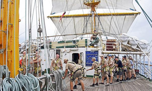 Приморский фрегат возвращается из кругосветного путешествия