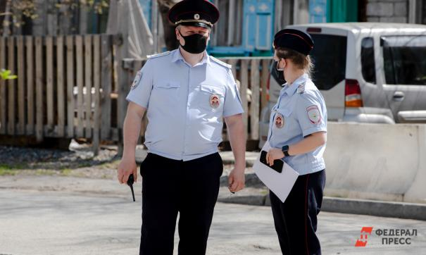 Свердловчанину предъявили обвинение в нападении на полицейского во время самоизоляции