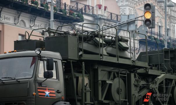 Для военного парада в Екатеринбурге начали дезинфицировать технику