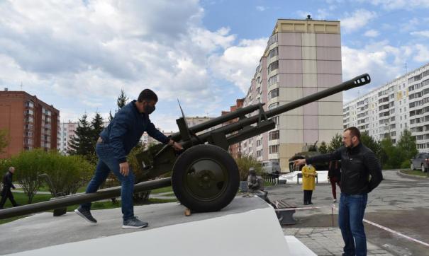 В микрорайоне Родники в Новосибирске ко Дню Победы открыли Аллею Памяти