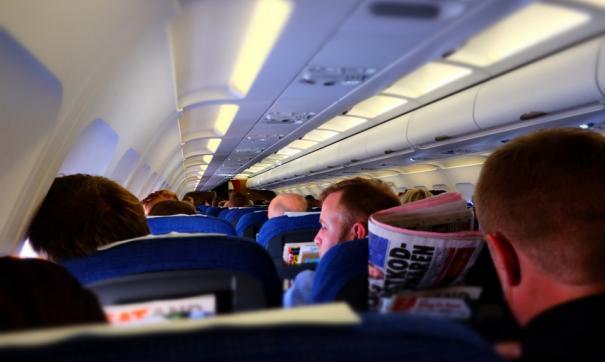 Отсутствие обуви на ногах может замедлить эвакуацию с борта самолета