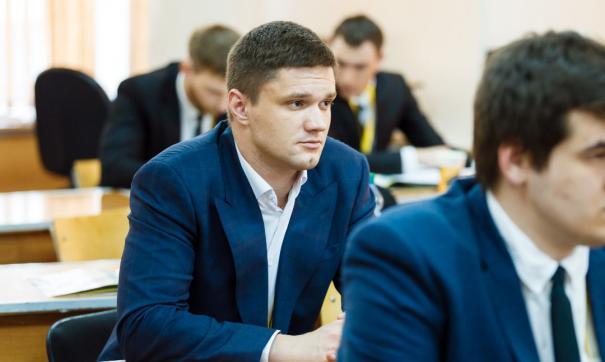 Роман Кильдюшкин проводит со студентами и школьниками профориентационную работу
