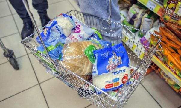 Россияне в магазинах скупают дешевые продукты
