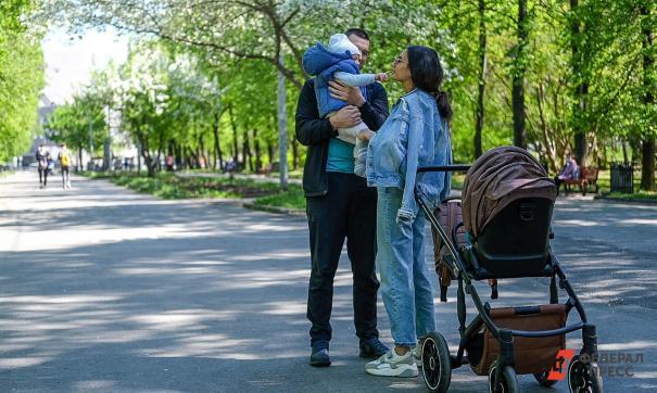 «Прогулки не по адресу». Собянин – о разрешении гулять членам семьи с разными прописками