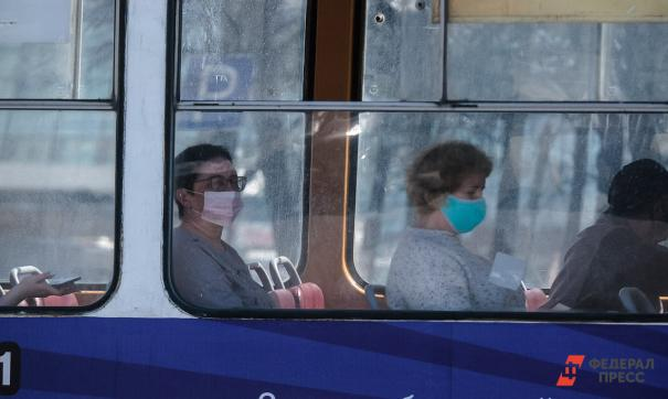 Люди в масках в общественных местах