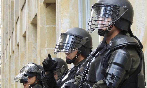 СМИ сообщают о сотнях пострадавших полицейских