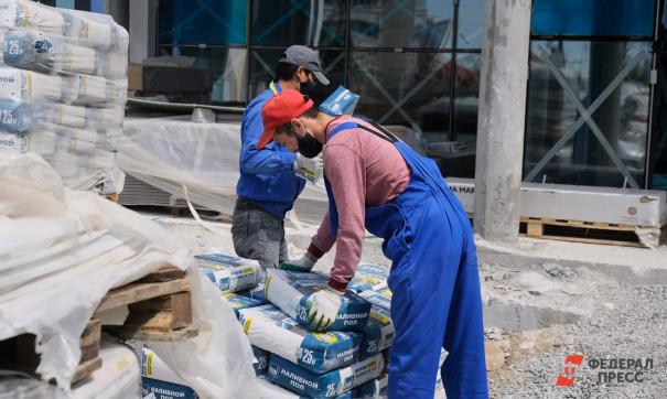 Мигранты возвращаются на рабочие места, россияне рискуют остаться без работы