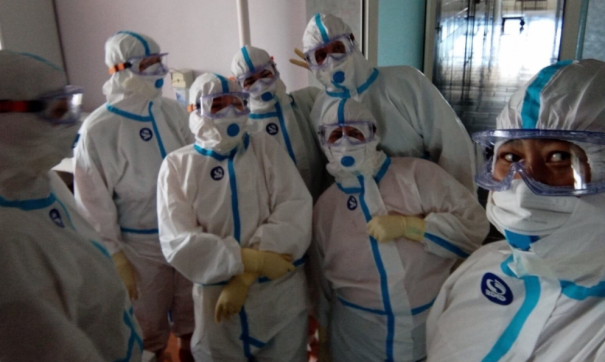 В Лабытнанги жители флешмобом отблагодарили медиков