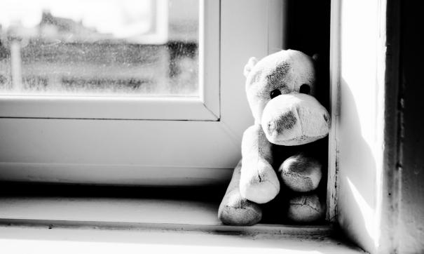 В Кургане из окна выпал малыш