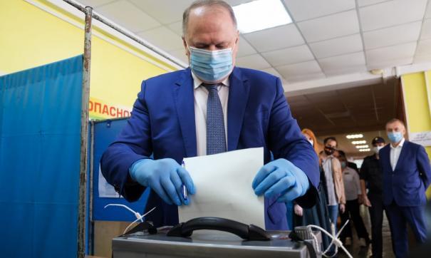Николай Цуканов проголосовал за поправки в Конституцию и оценил явку в УрФО