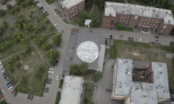 В Новокузнецке нарисовали самое большое граффити на крыше за Уралом