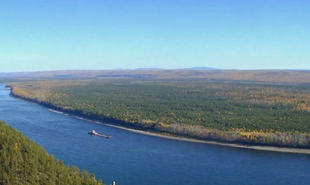Первый месяц после вскрытия реки, на Лене продержалась большая вода