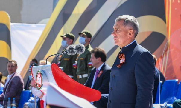 Рустам Минниханов присутствовал на параде Победы