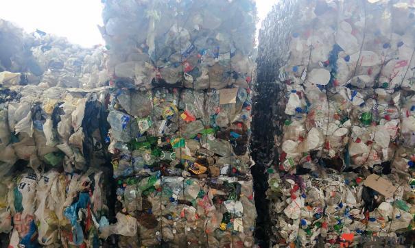 Регоператор вывез десятки тонн мусора