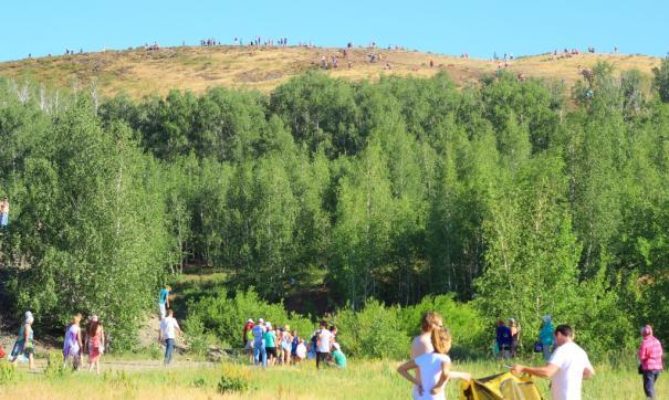Тысячи туристов приезжают на Аркаим, чтобы встретить рассвет