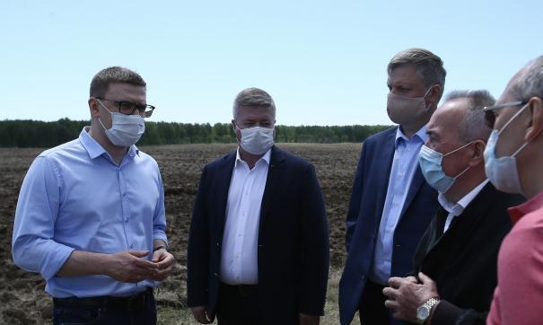 Губернатор лично посещает сельскохозяйственные районы, чтобы помочь решить локальные проблемы