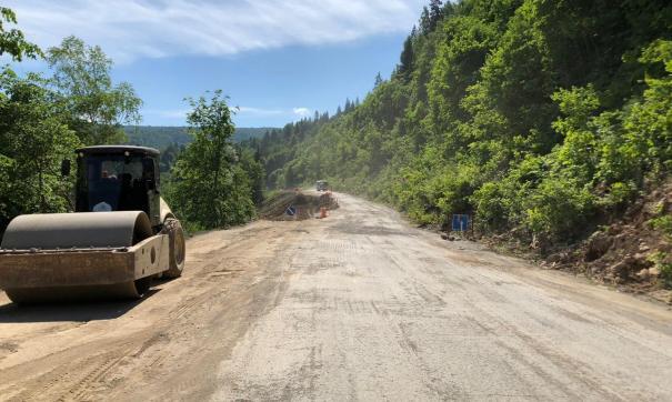 Интернет-пользователи раскритиковали состояние дороги, но оказалось, что ей еще предстоит ремонт