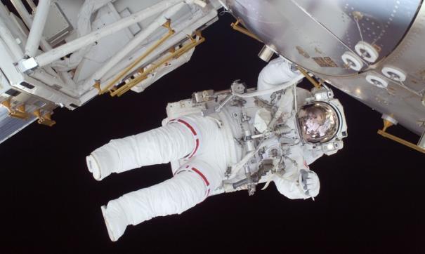 В 2023 году первый космический турист сможет выйти в открытый космос