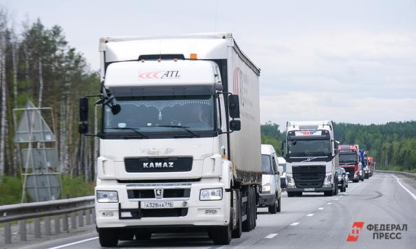 На Среднем Урале из-за жары на федеральных трассах ограничат движение грузовиков