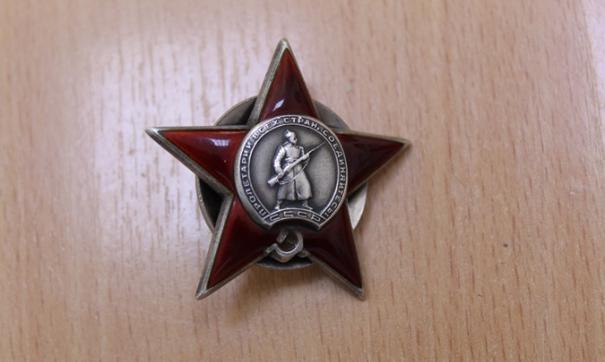 В Свердловской области полицейские задержали альфонса, который пытался продать украденные ордена