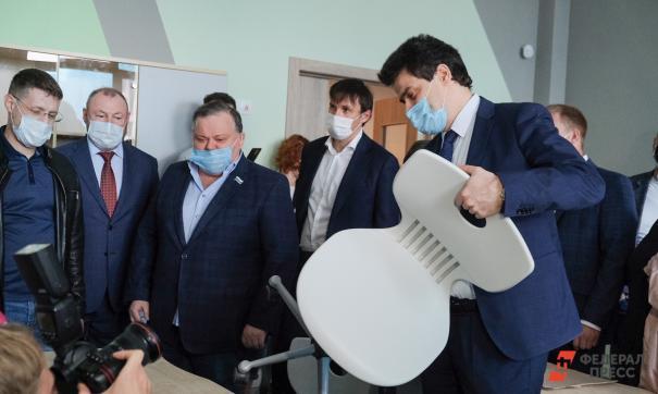 Дмитрий Николаев (первый слева) опередил своих коллег по доходам