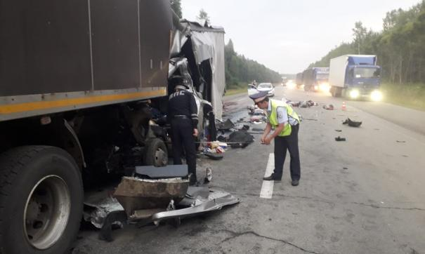 В ГИБДД выясняют личность погибшего водителя на трассе Пермь – Екатеринбург