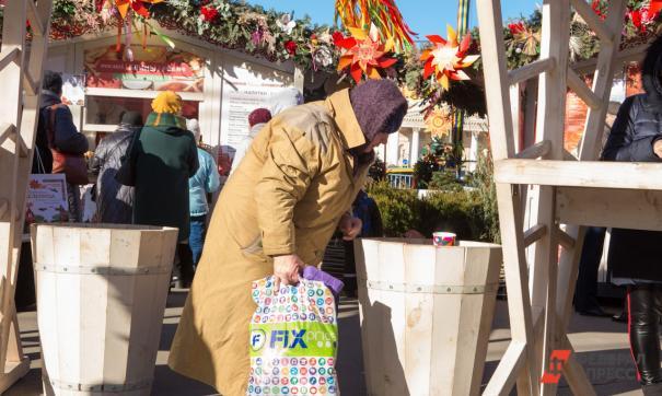 В Екатеринбурге мошенницы украли у пенсионерки почти 400 тысяч рублей