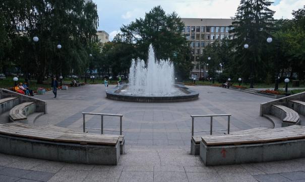 В Екатеринбурге подрядчик до сих пор устраняет замечания мэрии по ремонту в сквере за Оперным