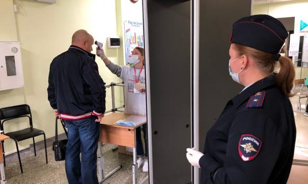 В Екатеринбурге для охраны на участки привлекли больше тысячи полицейских