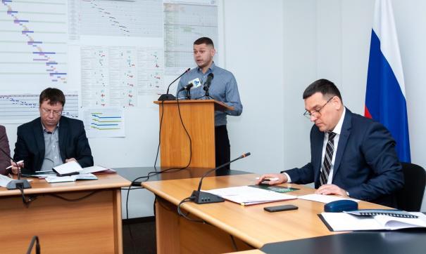 Мэр Новокузнецка Сергей Кузнецова (справа) прокомментировал реформу общественного транспорта в городе