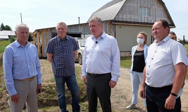 Губернатор Игорь Васильев провел выездное совещание в селе Среднеивкино