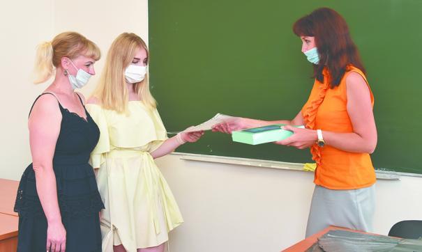 Дети сотрудников АПЗ получили подарки за отличную учебу