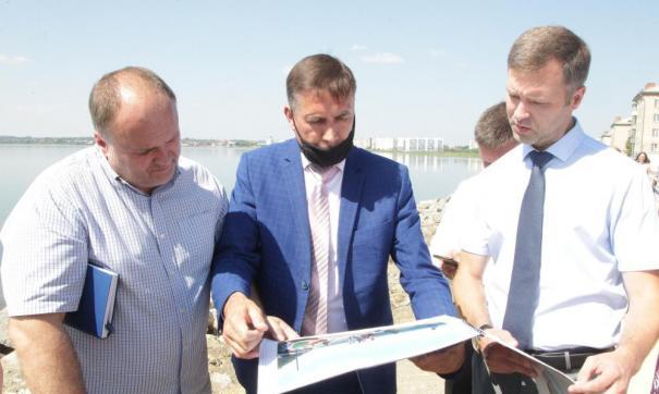 Мэрия Челябинска проконтролировала ход работ на набережной