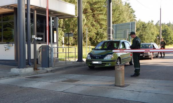 На границе с Беларусью образовалась пробка. Граждан просят предъявить паспортные данные