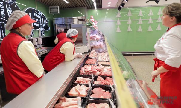 По словам покупателей, в холодильниках с этими продуктами «воняет тухлятиной»