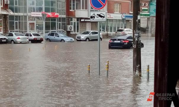 В мэрии Екатеринбурга объяснили из-за чего стоит вода на Шефской